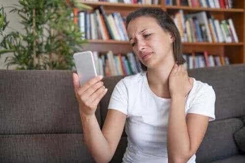 Zespół text neck: na czym polega to schorzenie?