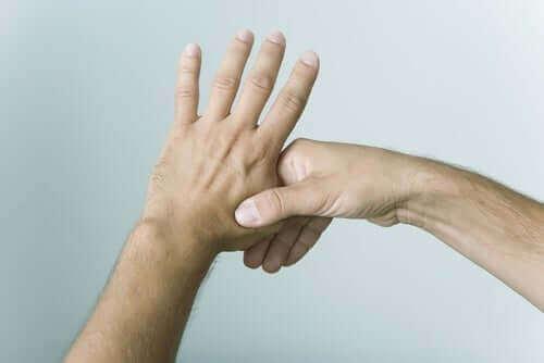 Chwytanie kciuka - nerwy dłoni