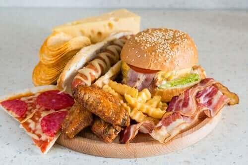 Fast foody - czego nie należy jeść na noc?