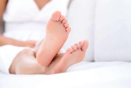 Jak dbać o swoje stopy podczas okresu odosobnienia w domu?
