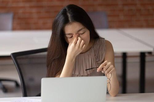 Jak ekrany pogarszają stan wzroku?