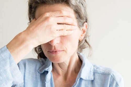 Suche oczy podczas menopauzy