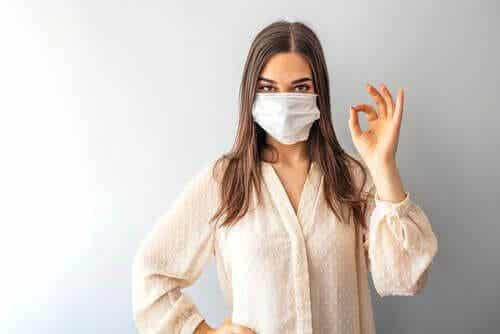 Czy wszyscy powinniśmy nosić maski w ramach ochrony przed koronawirusem?