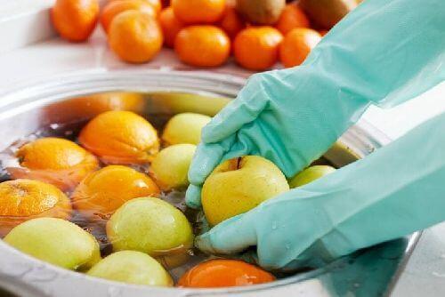 Jak myć owoce i warzywa podczas pandemii koronawirusa?