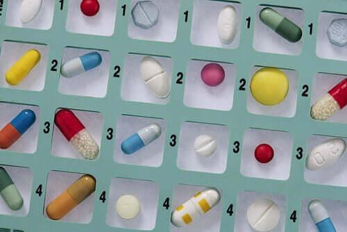 Samoleczenie antybiotykami - dlaczego jest niebezpieczne?