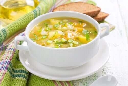 Tradycyjna zupa z warzyw