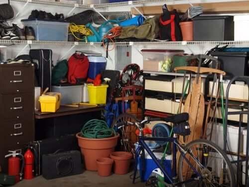 Zagracony garaż