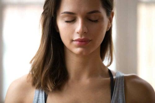 Zdrowie emocjonalne - spokojna kobieta
