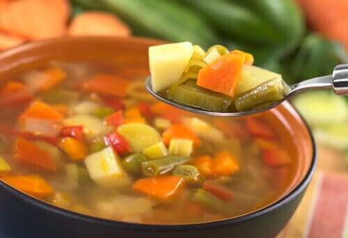 Zupa warzywna na łyżce