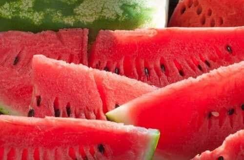 Arbuz - sałatka owocowa z ziołami