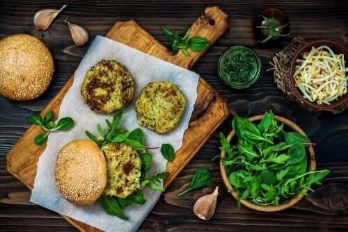 Burgery z grzybów i fasoli - niskokaloryczne przepisy z grzybami