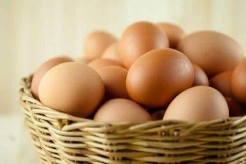 Jajka - produkty spożywcze bogate w biotynę