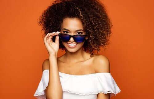 Okulary przeciwsłoneczne to kluczowe dodatki i akcesoria
