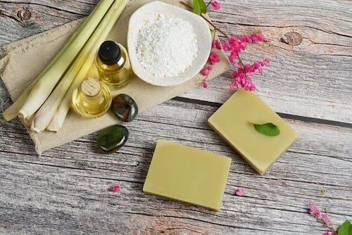 Olejek cytronelowy i jego korzyści dla zdrowia