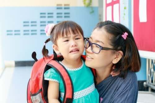 Płacząca uczennica - adaptacja do nowej szkoły