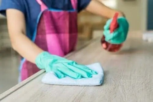 Środek do czyszczenia mebli
