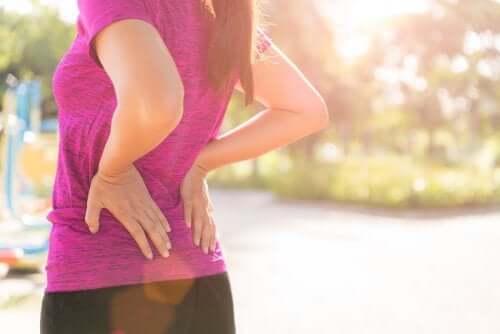 3 sposoby na ból w dole pleców