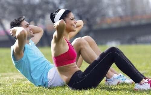 Ćwicząca para - jak zapobiegać zawałowi serca?