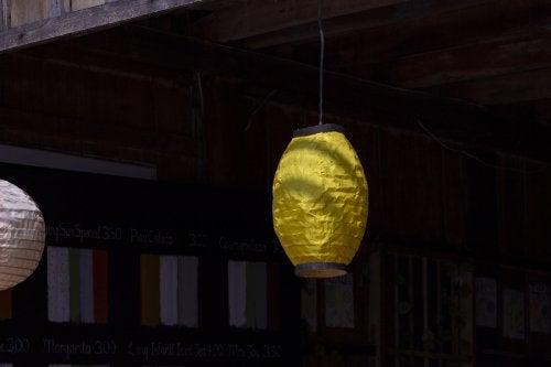 Papierowe latarenki jako zewnętrzne lampy