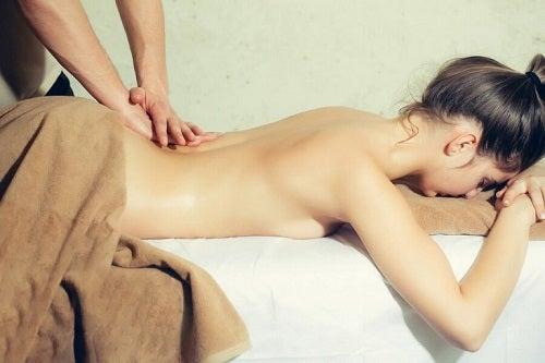 Masaż erotyczny: jak zaskoczyć partnera?