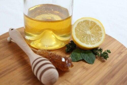 Miód i cytryna na zatrzymanie kataru