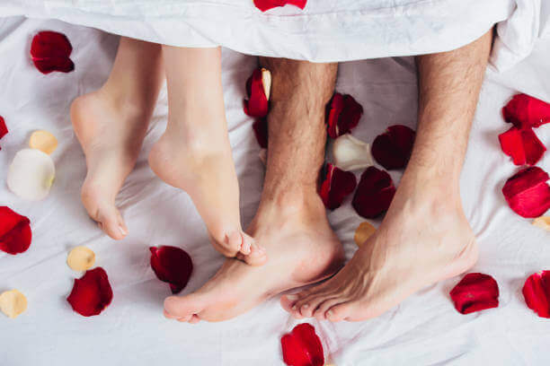 Noc poślubna: przygotujcie ustronne i romantyczne miejsce z dbałością o detale.