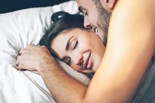 Poranny seks: najważniejsze zalety i porady