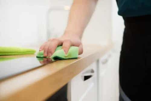 Domowy środek do czyszczenia mebli z zaledwie 3 składników