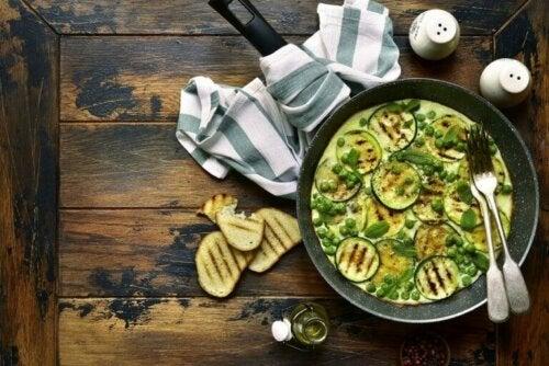 Soczysty wegański omlet z cukinii