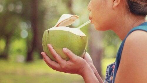 Woda kokosowa na zmęczenie mięśni