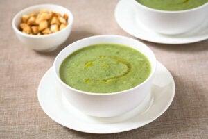 Zupa z cukinii i czosnku dla Twojego układu odpornościowego