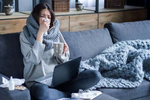 Dlaczego grypa szybciej rozprzestrzenia się zimą?