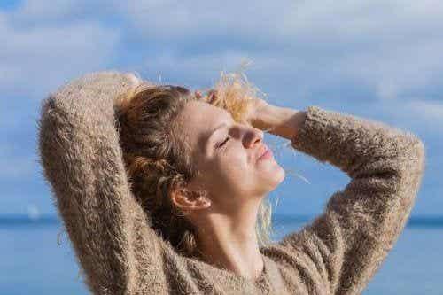 5 naturalnych sposobów pozwalających chronić włosy przed słońcem