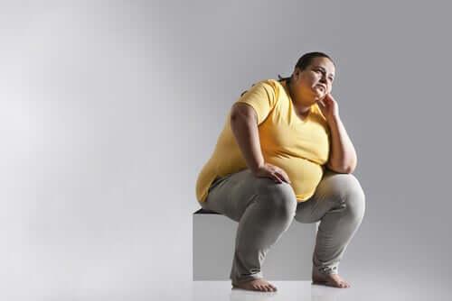 Otyłość stała się epidemią ze względu na siedzący tryb życia.