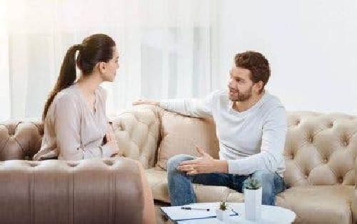 Para w trakcie rozmowy