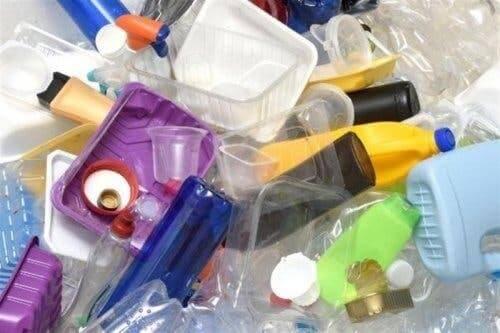 Plastikowe opakowania - jak zmniejszyć codzienne zużycie plastiku