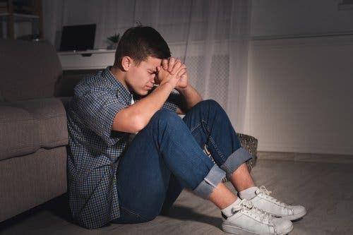 Przygnębiony chłopak