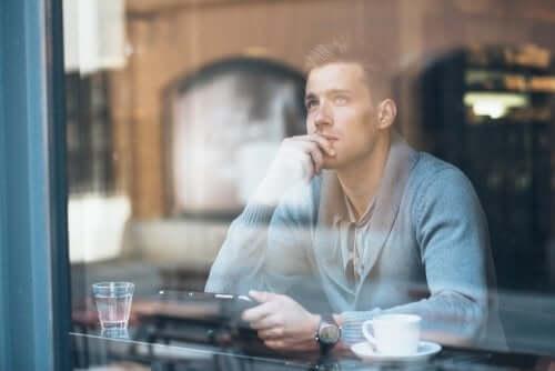 Rozmyślanie przy kawie