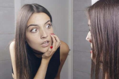 Wypryski na twarzy - 5 naturalnych remediów