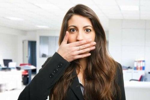 Brzydki zapach z ust - 5 roślinnych sposobów