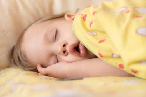 Bezdech senny u niemowląt: objawy i leczenie