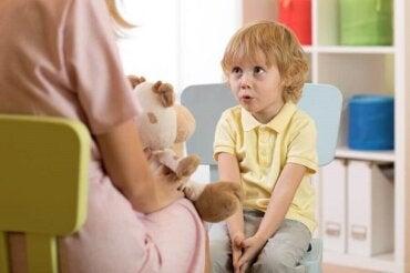 Opóźnienia w rozwoju mowy u dzieci: rodzaje i objawy