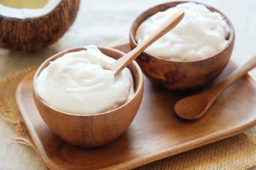 Jogurt w miskach