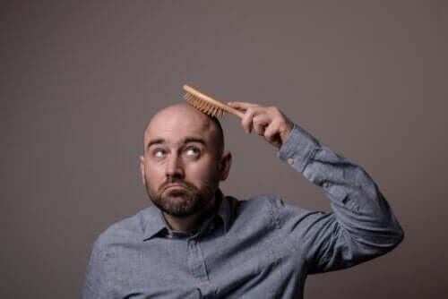 Poznaj różne rodzaje łysienia i jego przyczyny