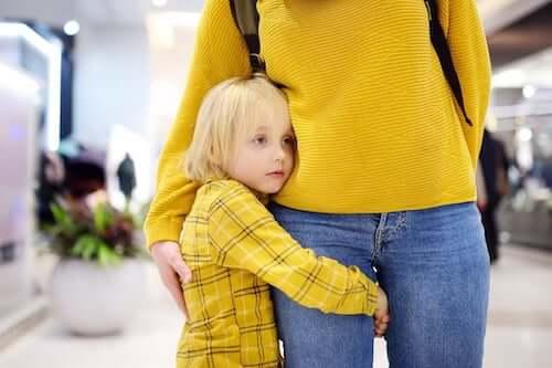Mama i zestresowane dziecko