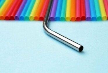Metalowe słomki: alternatywa pozwalająca zredukować zużycie plastiku