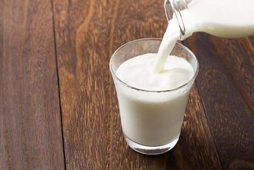 Mleko w szklance