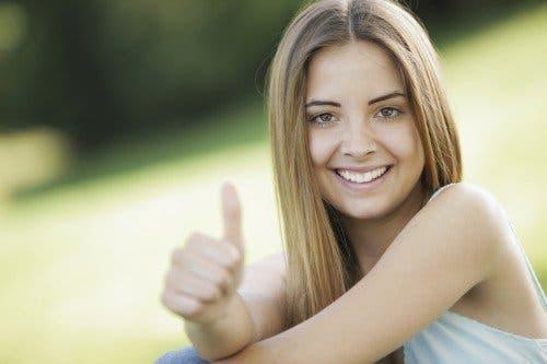Nastolatka z pozytywnym nastawieniem - jak nauczyć dziecko wytrzymałości i nadziei?