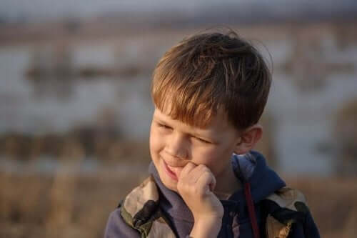 Obgryzanie paznokci - jak pomóc dzieciom?