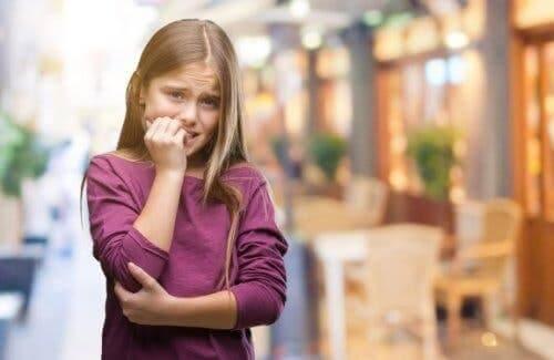 Obgryzanie paznokci przez dziecko